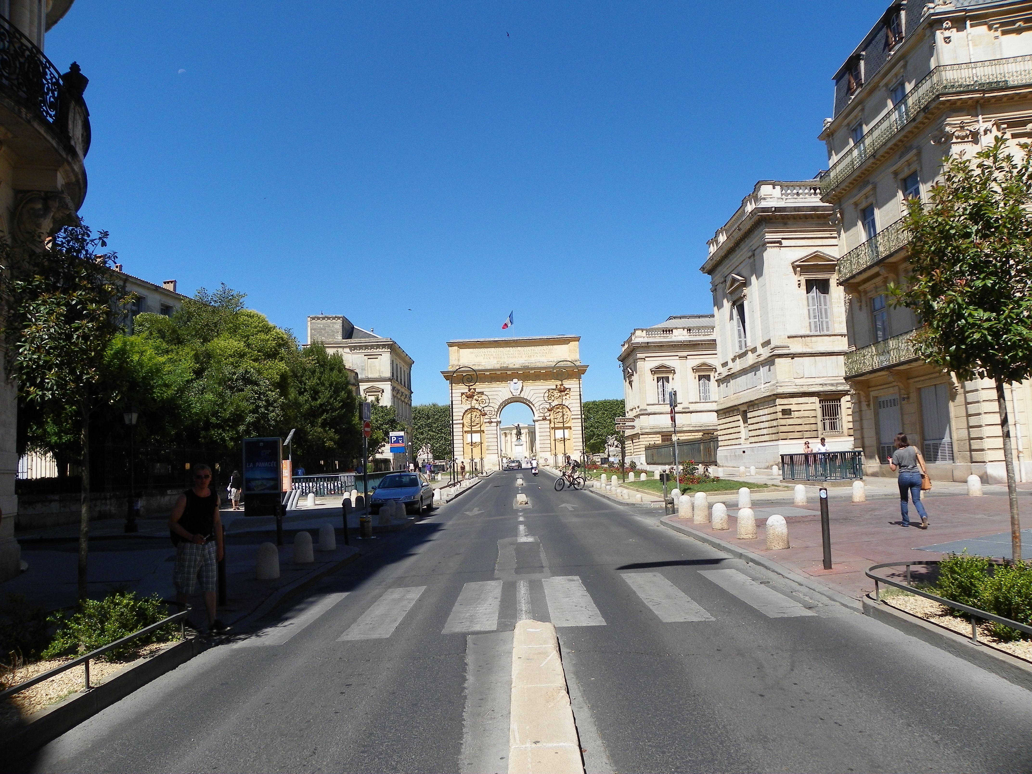 Montpellier les pieds fatigu s - Arc de triomphe montpellier ...